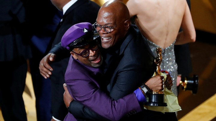 91st Academy Awards - Oscars Show - Hollywood, Los Angeles, California, U.S., February 24, 2019. Spike Lee (L) embraces presenter Samuel L. Jackson as he wins the Adapted Screenplay award for BlacKkKlansman. REUTERS/Mike Blake     TPX IMAGES OF THE DAY - RC1B08C960B0